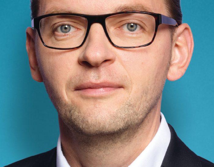 HAMBURG HEBT ANWESENHEITSPFLICHT AN SCHULEN VORÜBERGEHEND AUF!